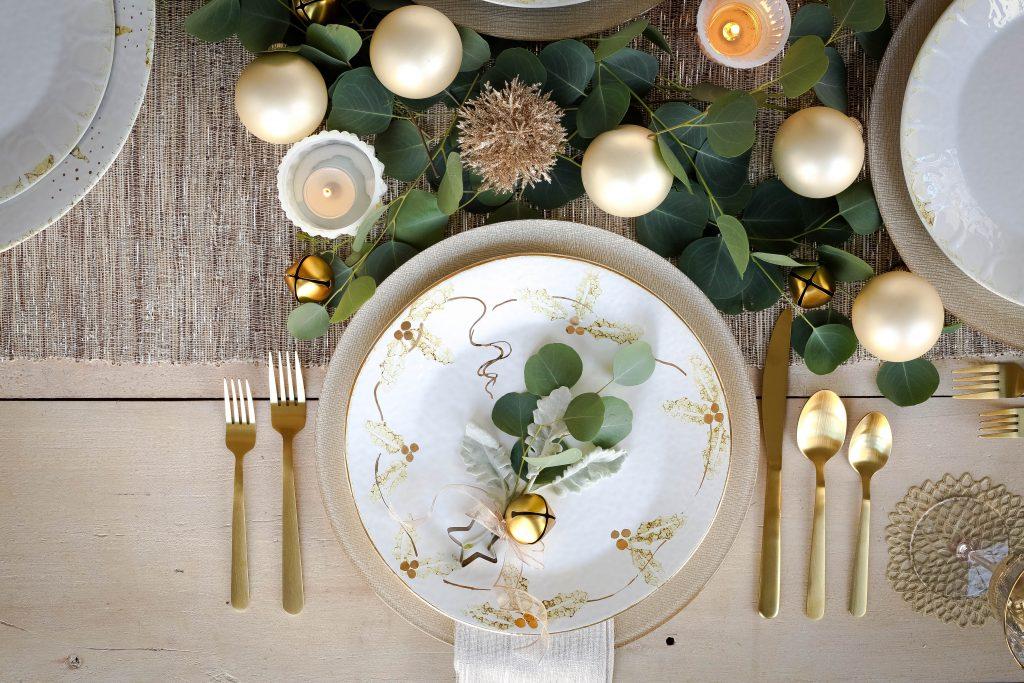 Perla Natale Christmas Dinnerware Collection